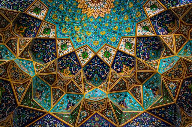 جزئیات تزئینی سبک معماری اسلامی   چیدمانه