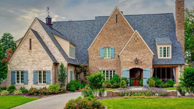 سقف شیروانی شیب دار معماری تودور | چیدمانه